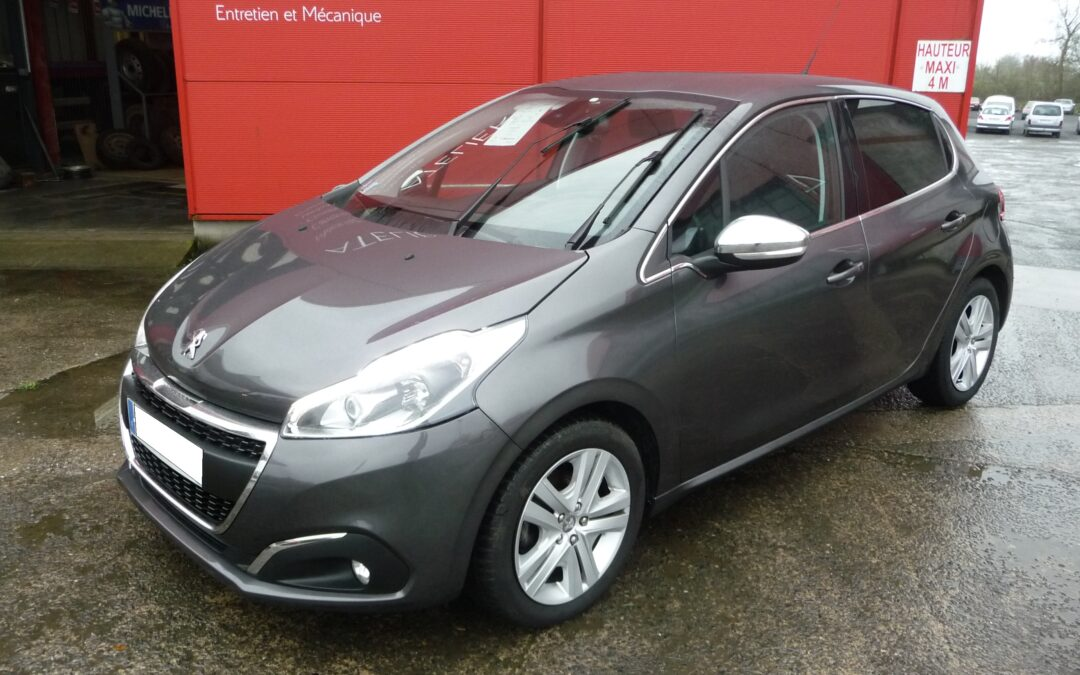 N°8763  PEUGEOT 208 1.2 Puretech 110 cv S&S Allure Business (1ère Main)